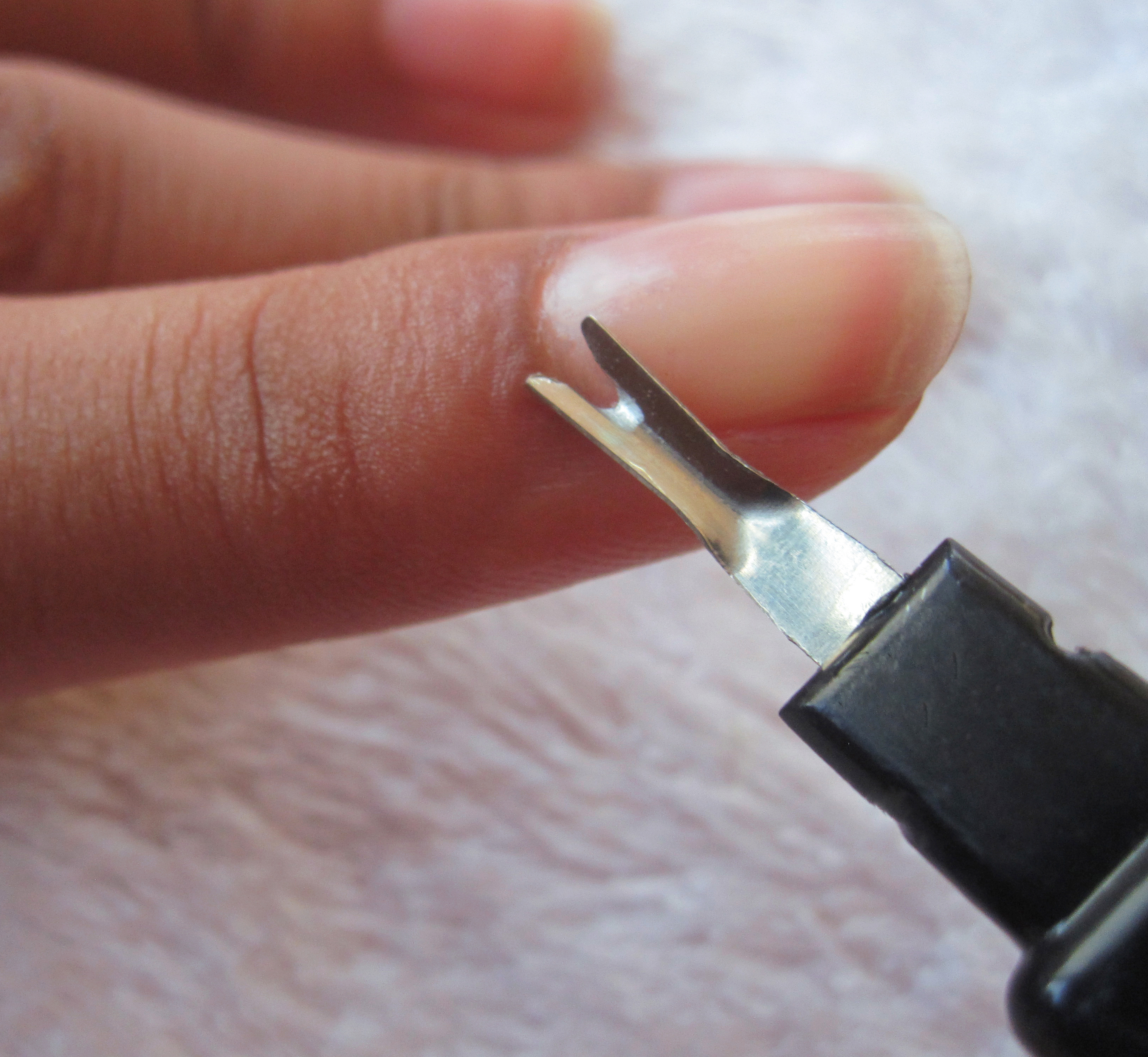French Manicure Tips: DIY | Fas Magazine
